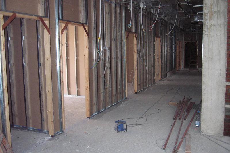 Obres d 39 edificaci construcci d un edifici destinat a un for Cerramientos de interiores